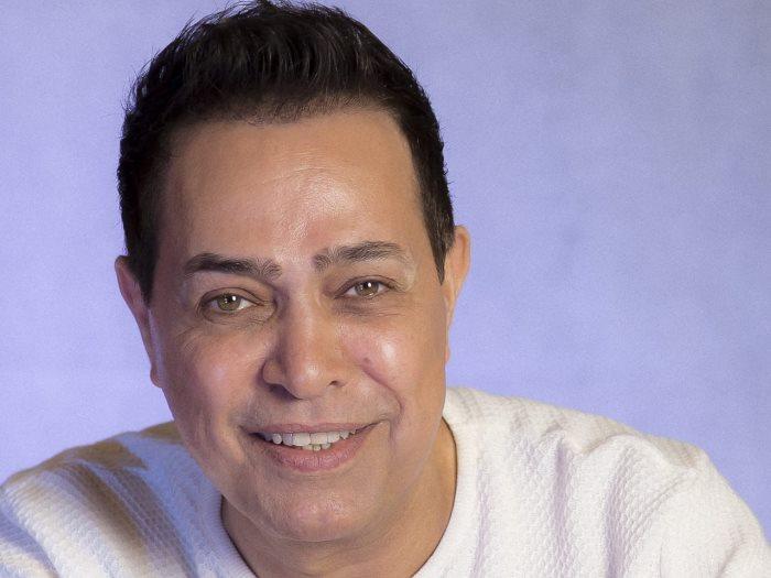 حكيم يتبرع لصندوق تحيا مصر ومستشفى مجدى يعقوب