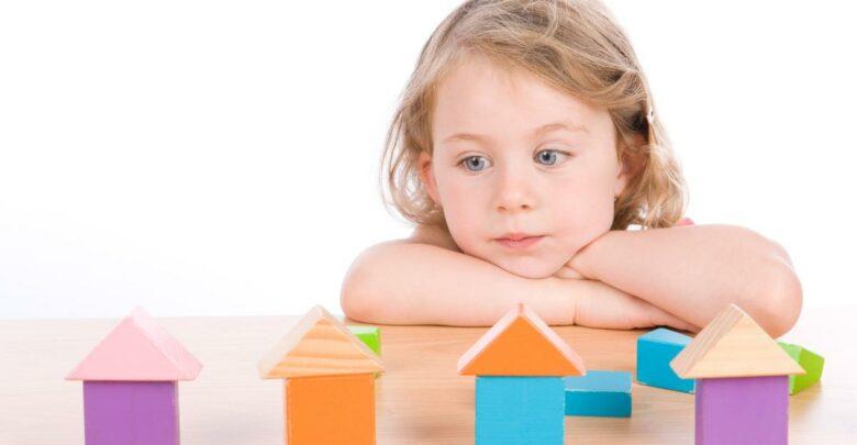 التوحد عند الأطفال أعراضه وطرق علاج مرض التوحد