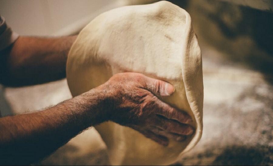 تفسير حلم امرأة تخبز في المنام