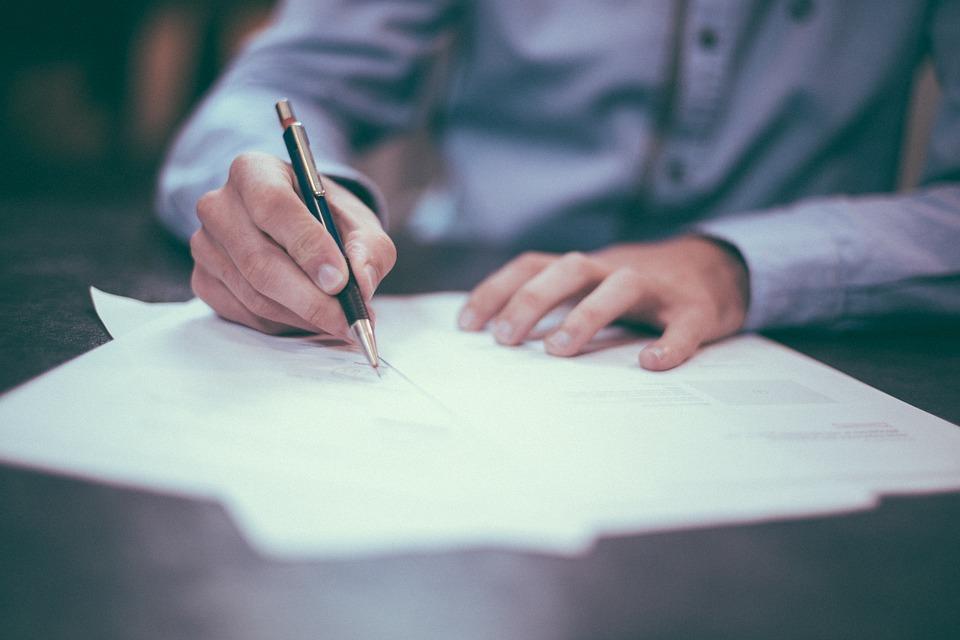 تفسير حلم توقيع عقد في المنام