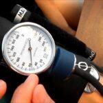 كيفية قياس الضغط بالصور والخطوات