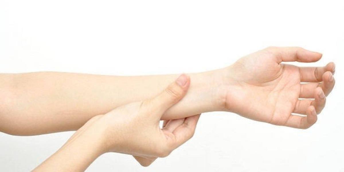 علاج تنميل اليد اليسرى وأسبابه
