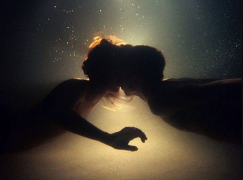تفسير ابن شاهين لحلم قبلة مع امرأة وحيدة