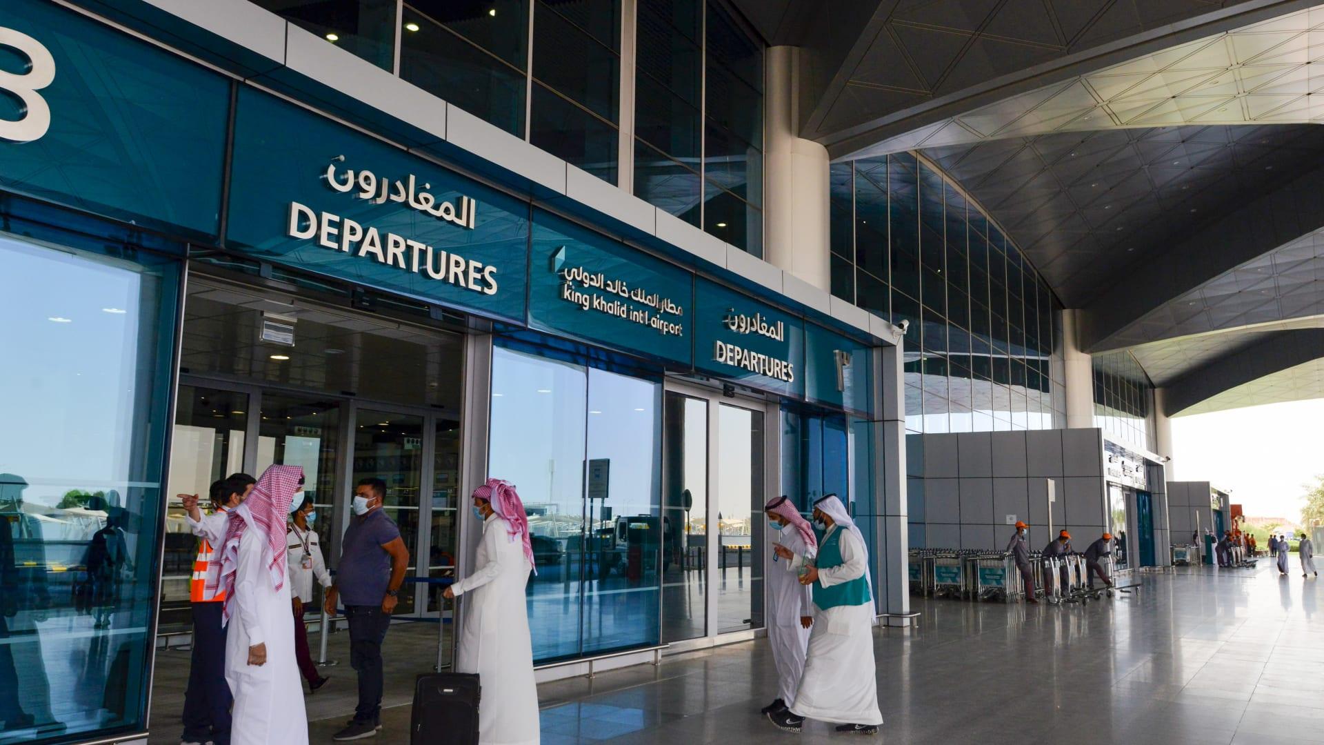 رقم مطار الملك خالد الدولي